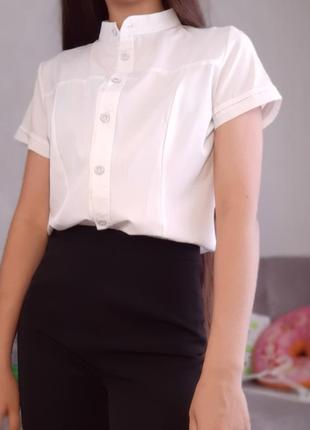 Белая классическая рубашка  с короткими рукавами