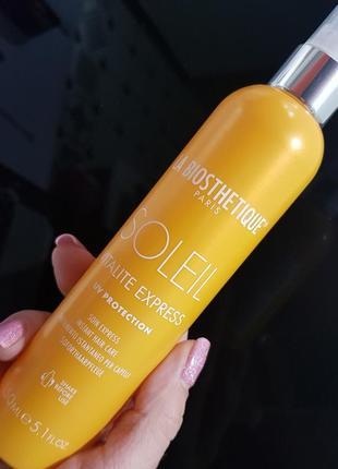 Двухфазный лосьон защищает и улучшает поврежденные солнцем волосы