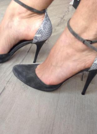 Элегантные кожаные туфли
