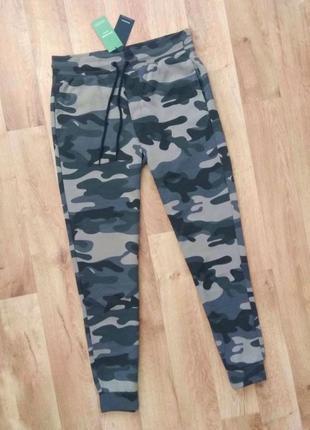 Новые с бирками мужские спортивные брендовые штаны комуфляжной расцветки м размера