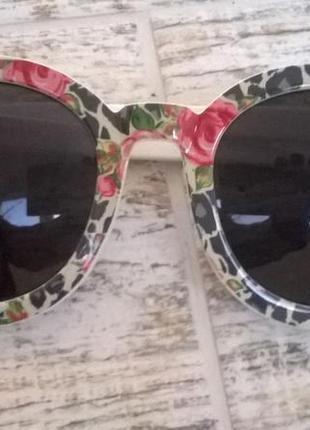 Новые очки в цветочной оправе