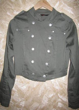 Короткий стильный милитари пиджак