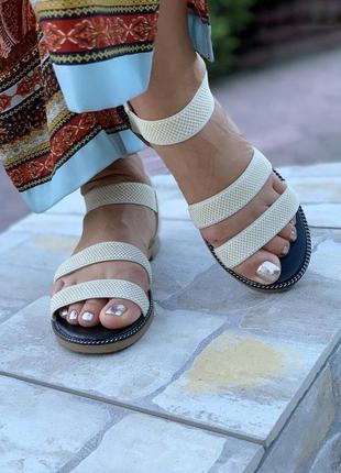Бежевые босоножки сандалии