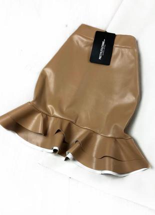 Бежевая юбка под кожу