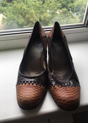 Фирменные туфли натуральная кожа размер 40