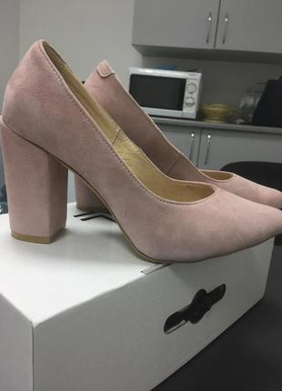 Класические офисные туфли пудрового цвета