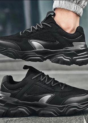 Чёрные стильные мужские кроссовки