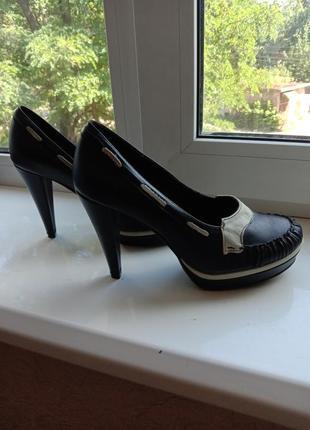Туфли, высокий каблук 39 размер