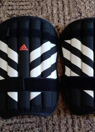 Защита на ноги для футбола