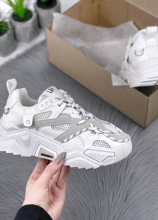 Кроссовки белые с сеткой
