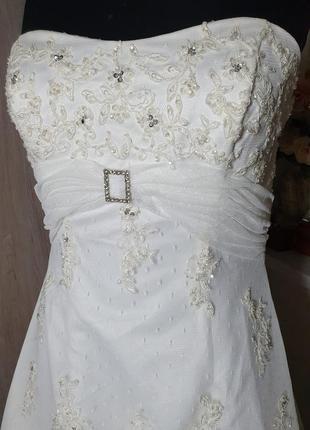Шикарное свадебное платье с кружевом, вышивкой и шлейфом. платье для фотосессии.