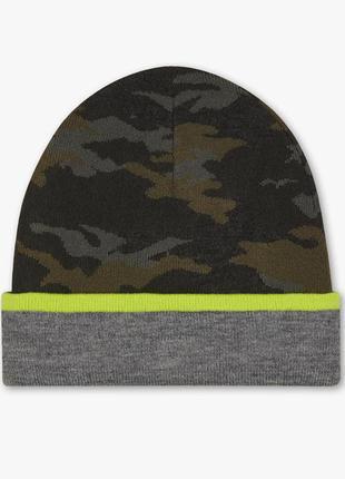 Двусторонняя демисезонная шапка c&a камуфляж