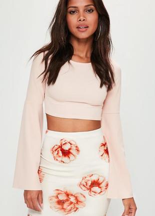Белая юбка в цветочный принт.