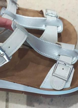 Красивые сандалии по 220 грн 35 размер