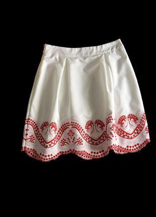 Нарядная белая юбка с вышивкой