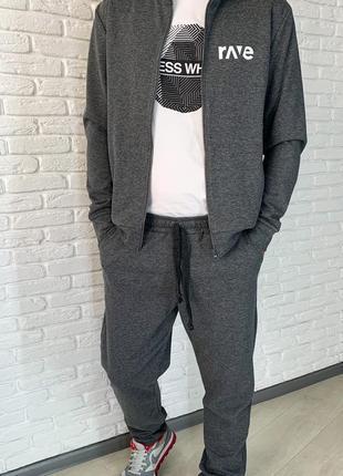Мужской серый спортивный костюм