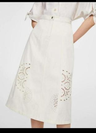 Классная белаям юбка миди с перфорацией mango s