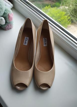 Туфли кожаные нюдовые бежевые открытый носок
