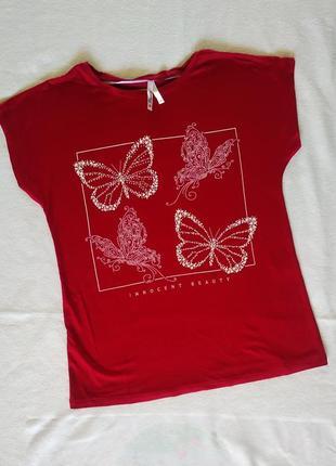 """Стильная футболка с  """"бабочками"""" выложенными стразами"""