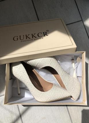 Новые туфли лодочки на шпильке