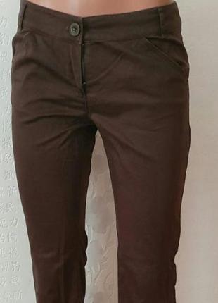 Коричневые легкие брюки mango