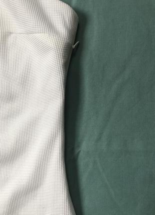 Белое платье на тонких бретельках5 фото