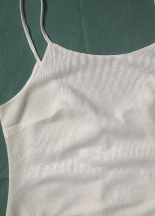 Белое платье на тонких бретельках2 фото