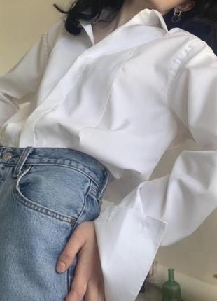 Белая рубашка с расклешенными рукавами