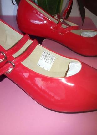 Лаковые красные туфли подойдут для танцев танго