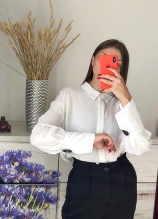 Молочная блуза с шикарными пуговицами из вискозы