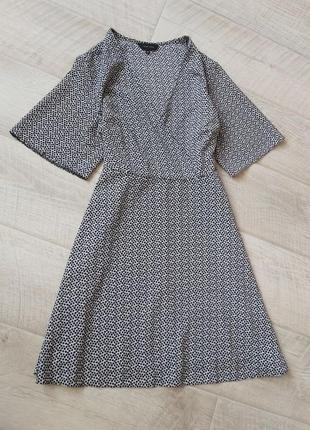 Лёгкое шифоновое платье на запах в мелкий хорош