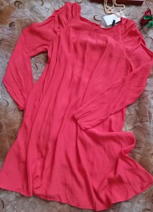 Легкое воздушное коралловое платье с открытой спинкой от zara.