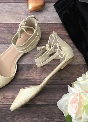 Легкие летние туфли с необычными ремешками, закрытым носком и фиксированной пяткой  sh1127