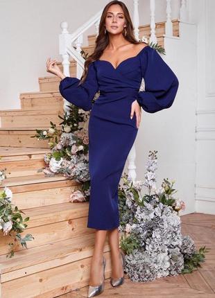 Темно синее вечернее платье миди по фигуре с объемными рукавами