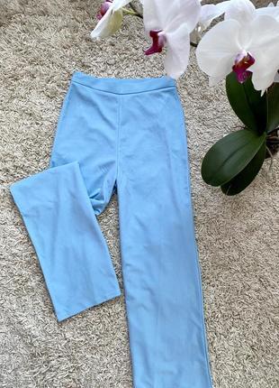 Прямые брюки палаццо на высокой посадке