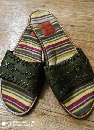 Крутые, яркие шлепки/кожаные/мех/ темно- зелёные/низкий каблук/goffredo fantini /италия