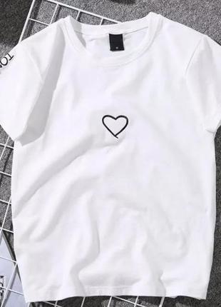 Трендовая футболка с сердцем