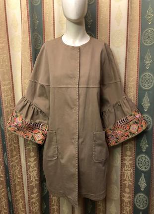 Тренч с вышивкой от bazar deluxe. оригинал