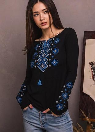 Лонгслив черный с синей вышивкой геометрический орнамент s-xxl