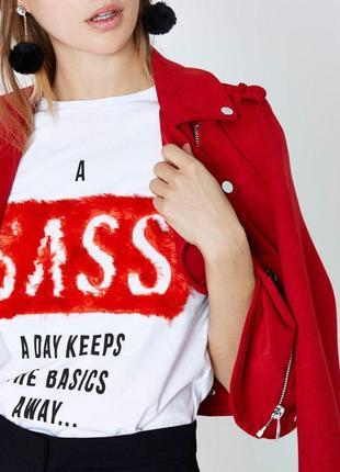 Белая футболка с прикольной пушистой надписью / футболка с красной надписью