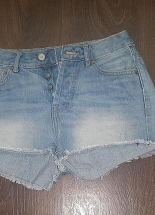 Крутые короткие джинсовые шорты