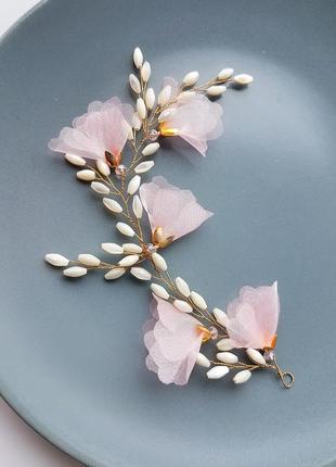 Веточка в прическу для волос с нежными розовыми цветками и жемчужными бусинами