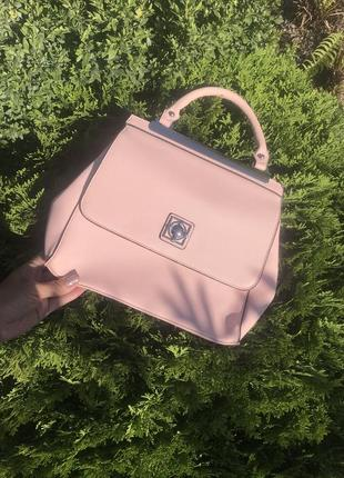 Красивая пудровая сумочка catherine malandrino