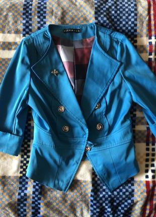 Дуже стильний блакитний піджак