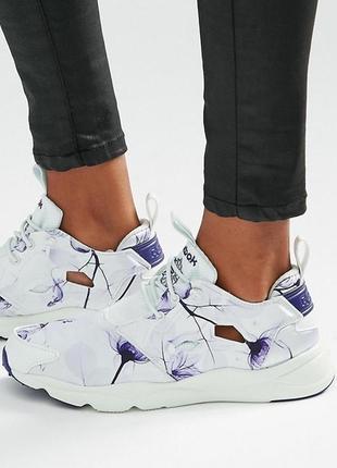 Кроссовки беговые для зала белые с фиолетовым атлас reebok fury 41 принт цветы