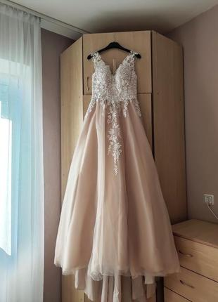 Свадебное платье на пуговичках!