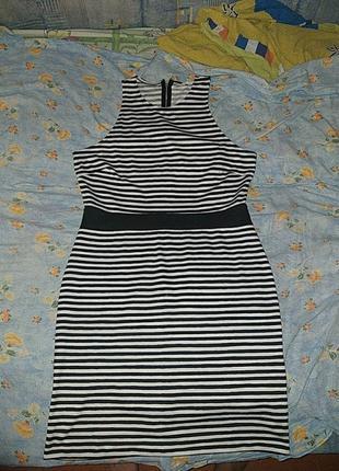 Оригинальное платье с открытой спинкой