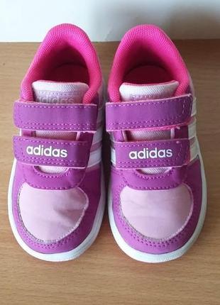 Классные кроссовки adidas 21 р. стелька 14 см