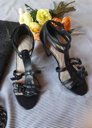 Босоножки туфли на устойчивом каблуке кожа