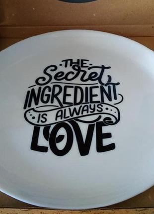 "Тарелка ""the secret ingredient is always love"""